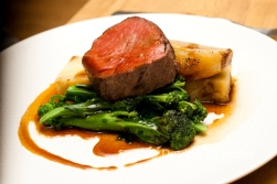 Bramfield slow-cooked sirloin, Boulanger potato, caramelised shallot, red wine sauce.